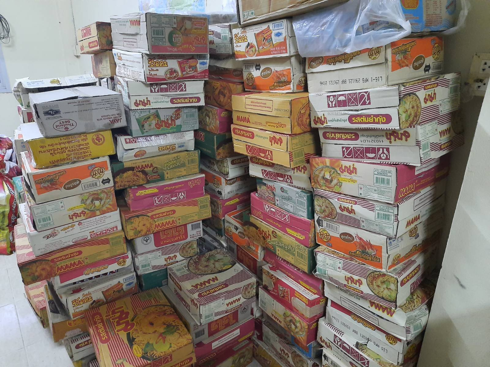 Donation of foods & supplies by Myanmar workers in Thailand through AAC alliance